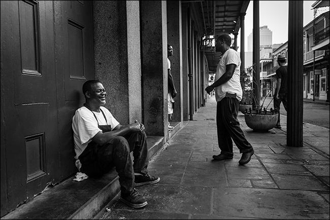 Фото трех отдыхающих мужчин