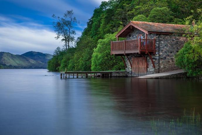 Дом на реке. Исходное изображение.