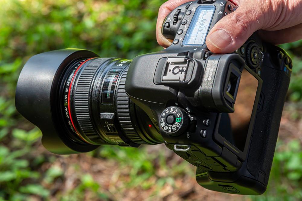 профессиональный фотоаппарат для портрета еще высохшую ткань