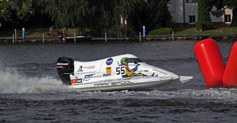 Снимок скоростной лодки