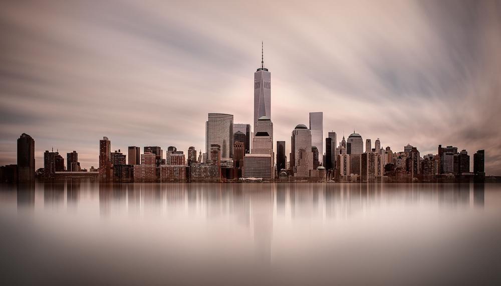 Горизонт Манхеттена снятый с длинной выдержкой. Тененбаум снимала с 16-ступовым нейтральным фильтром, диафрагмой f/24 и выдержкой в шесть с половиной минут. Фото Шарон Тененбаум