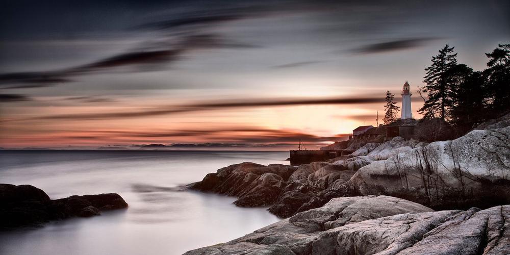 Маяк в Ванкувере. Это изображение было снято с 13-стоповым нейтральным фильтром, диафрагмой f/11 и 10-минутной выдержкой. Фото Шарон Тененбаум
