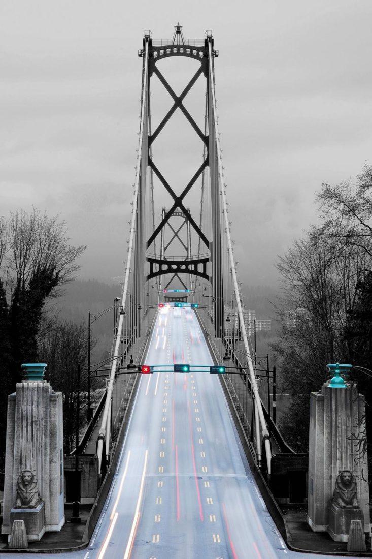 Мост Lions Gate в Ванкувере, Канада. Тененбаум сняла это изображение с помощью трехстопного фильтра нейтральной плотности при f/22 с двухсекундной экспозицией. Фото Шарон Тененбаум