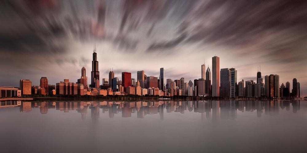 Город Чикаго, на рассвете. Тененбаум использовала 10-стоповый фильтр нейтральной плотности, диафрагму f/11 и трехминутную экспозицию. Фото Шарон Тененбаум