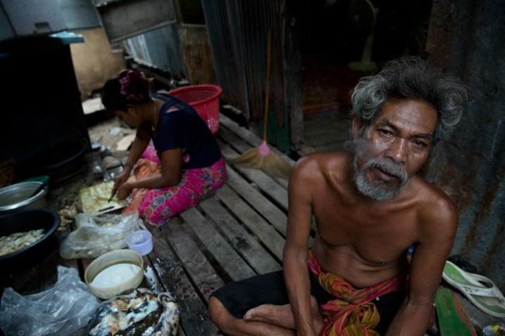 Сообщество Чао Лех (Sea Gypsies) на юге Таиланда. Штормовая погода с ее мягким, низким синим светом придала образам ощущение «холодной зимы», которое идеально соответствовало ощущению, которое я хотел вызвать в этой истории.